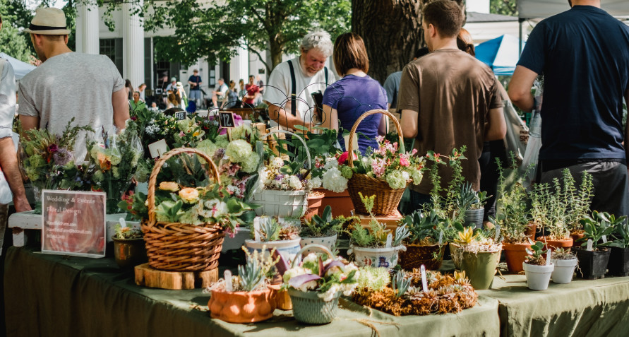"""<strong><span style=""""font-size:18px""""><span style=""""font-family:garamond,baskerville,baskerville old face,hoefler text,times new roman,serif""""><span style=""""color:#FFA500"""">Pets Parade at the Terre Haute Farmer&rsquo;s Market</span></span></span></strong>"""