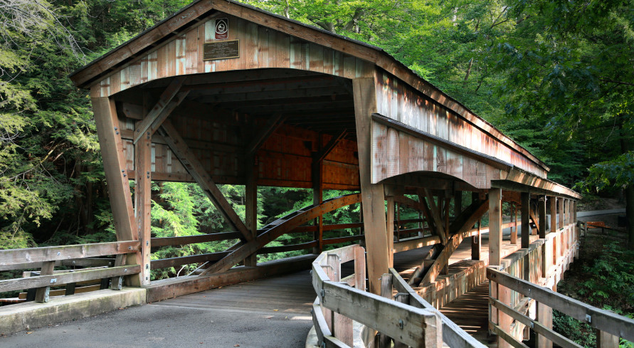 """<span style=""""font-size:18px""""><strong><span style=""""font-family:garamond,baskerville,baskerville old face,hoefler text,times new roman,serif""""><span style=""""color:#DAA520"""">Parke County Covered Bridge Festival</span></span></strong></span>"""